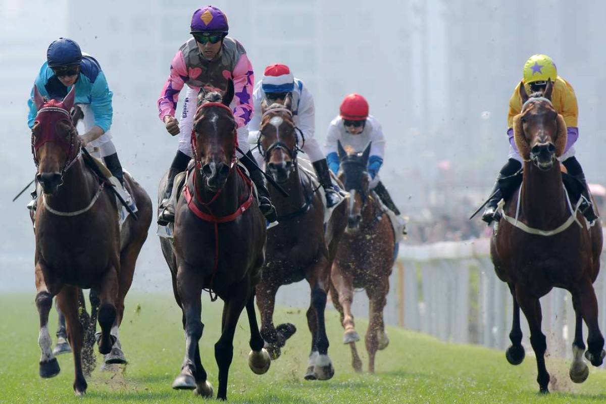 Joao Moreira guides Amazing Kids (pink and purple) to victory in the Group Three Bauhinia Sprint Trophy. Photos: Kenneth Chan