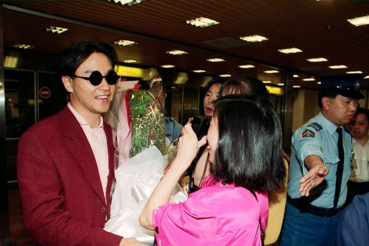 "The award-winning film ""Farewell To My Concubine"" brought glory to China for the first time by winning the top prize, the Palme D'Or, in the Cannes Film Festival. The picture shows superstar Leslie Cheung Kwok-wing (left), who played the leading role in the film, receiving a warm welcome from his fans at Kai Tak Airport."