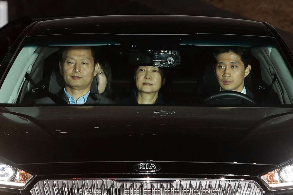 South Korea's ousted president, Park Geun-hye (centre), is transferred to a detention house in Seoul. Photo: AFP