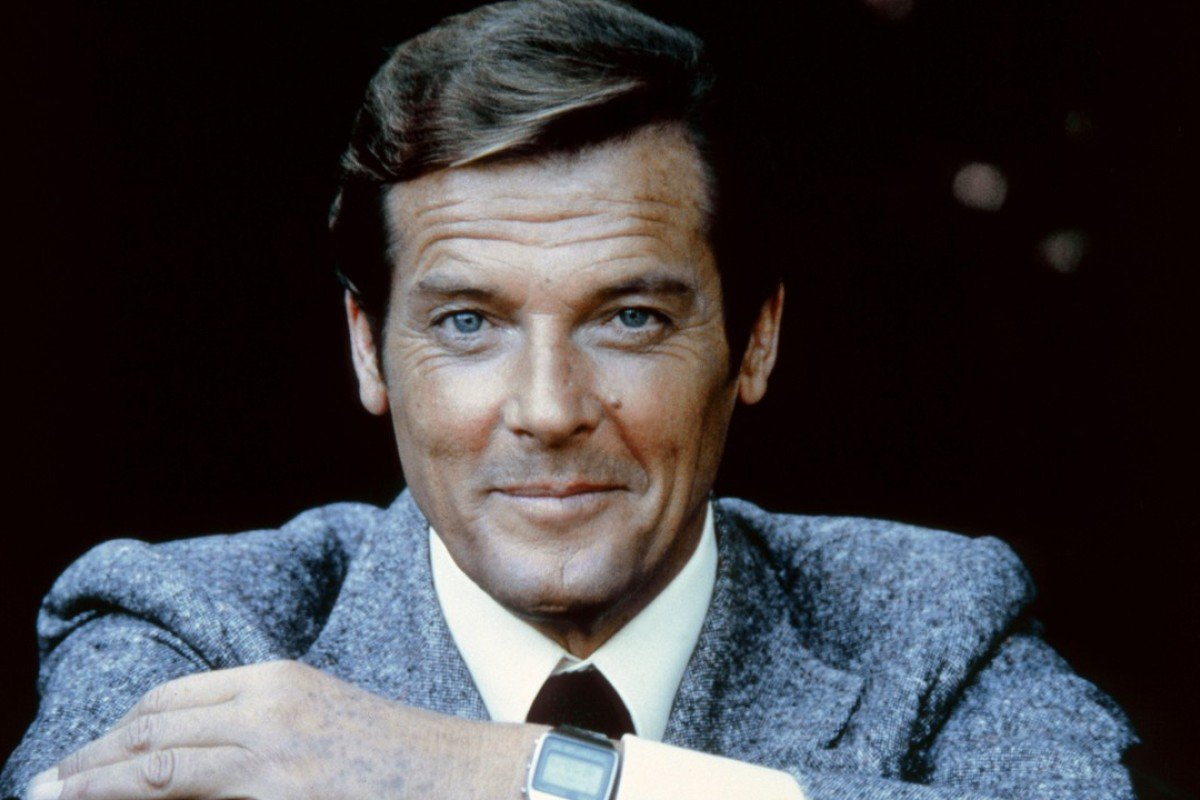 10 things about bond legend roger moore you didn t know. Black Bedroom Furniture Sets. Home Design Ideas