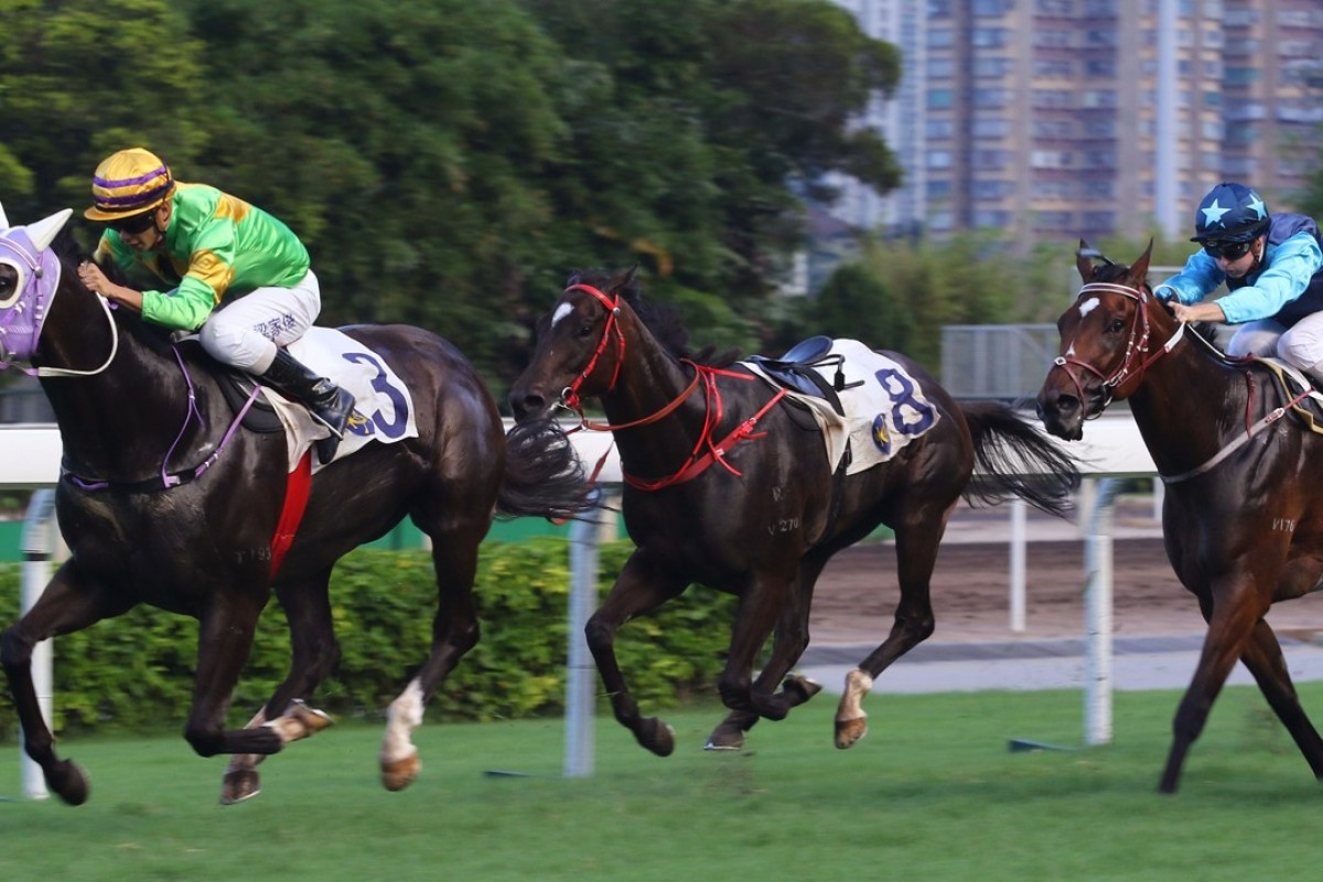 Derek Leung skips clear on Classic Emperor after the riderless horse knocks over some of his rivals. Photos: Kenneth Chan