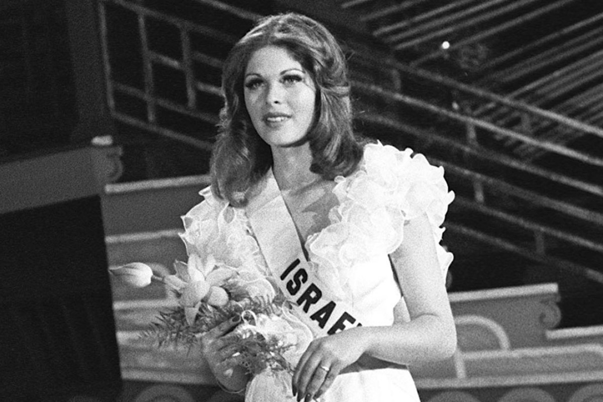 Rina Messinger is crowned Miss Universe 1976 at Lee Theatre. Pictures: SCMP