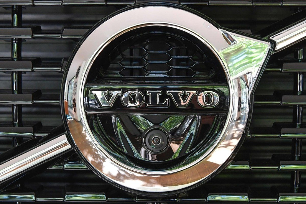 The logo of a Volvo XC 90 at the Volvo Cars Showroom in Stockholm. Volvo Cars CEO Hakan Samuelsson said that all Volvo cars will be electric or hybrid within two years. The Chinese-owned automotive group plans to phase out the conventional car engine. Photo: AFP