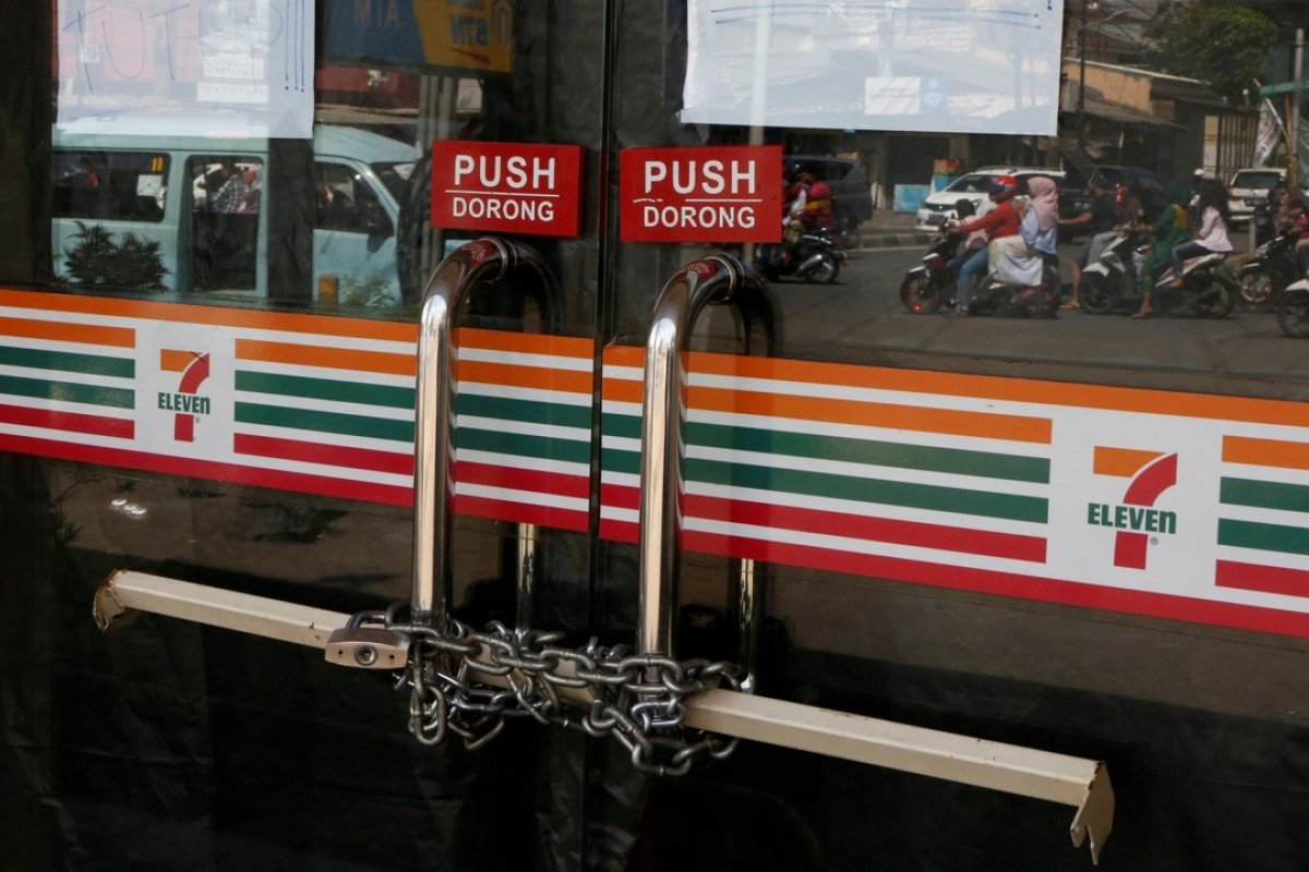 Chains are used to lock the front door of a 7-Eleven convenience store in Jakarta, Indonesia. PT Modern Internasional, 7-Eleven's franchise holder in the country, said a lack of resources is the main reason why it ceased operations of all 7-Eleven outlets. Photo: Reuters