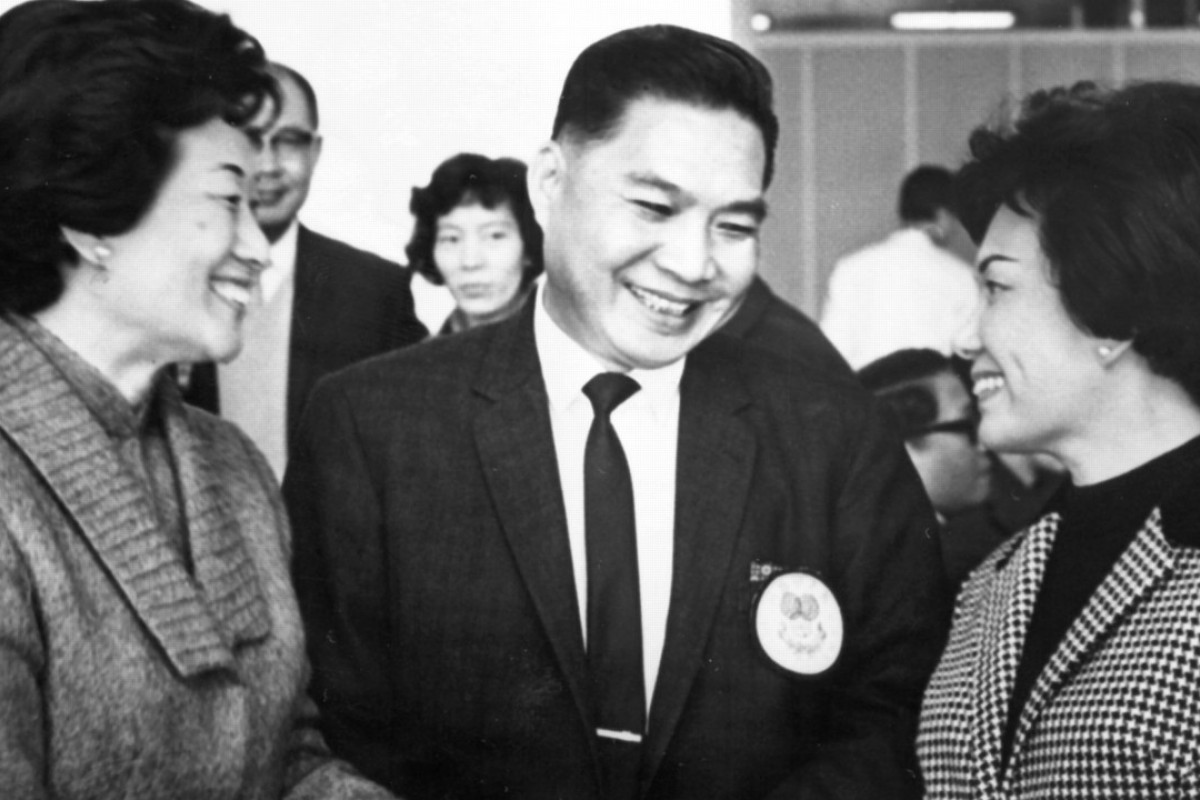 Businessman Cheung Yan-lung with his two wives at Kai Tak Airport, 1968. Pictures: SCMP