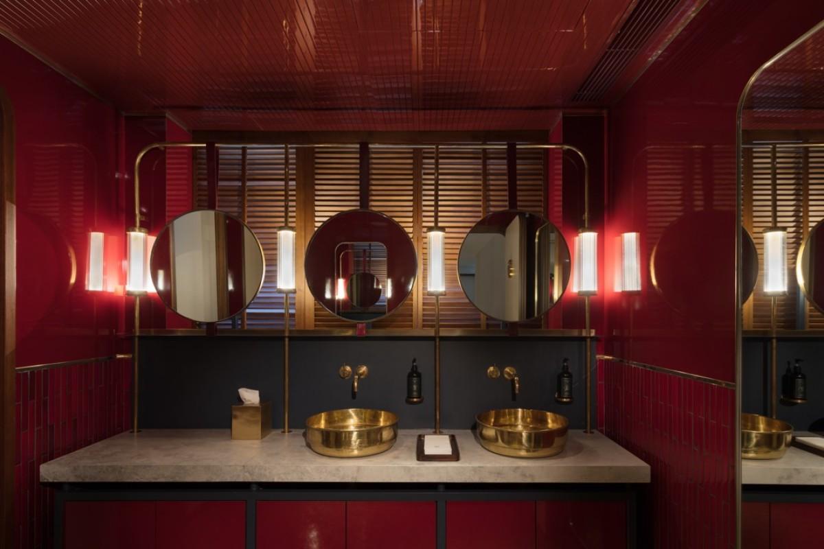 The Flemingu0027s Guest Restroom.