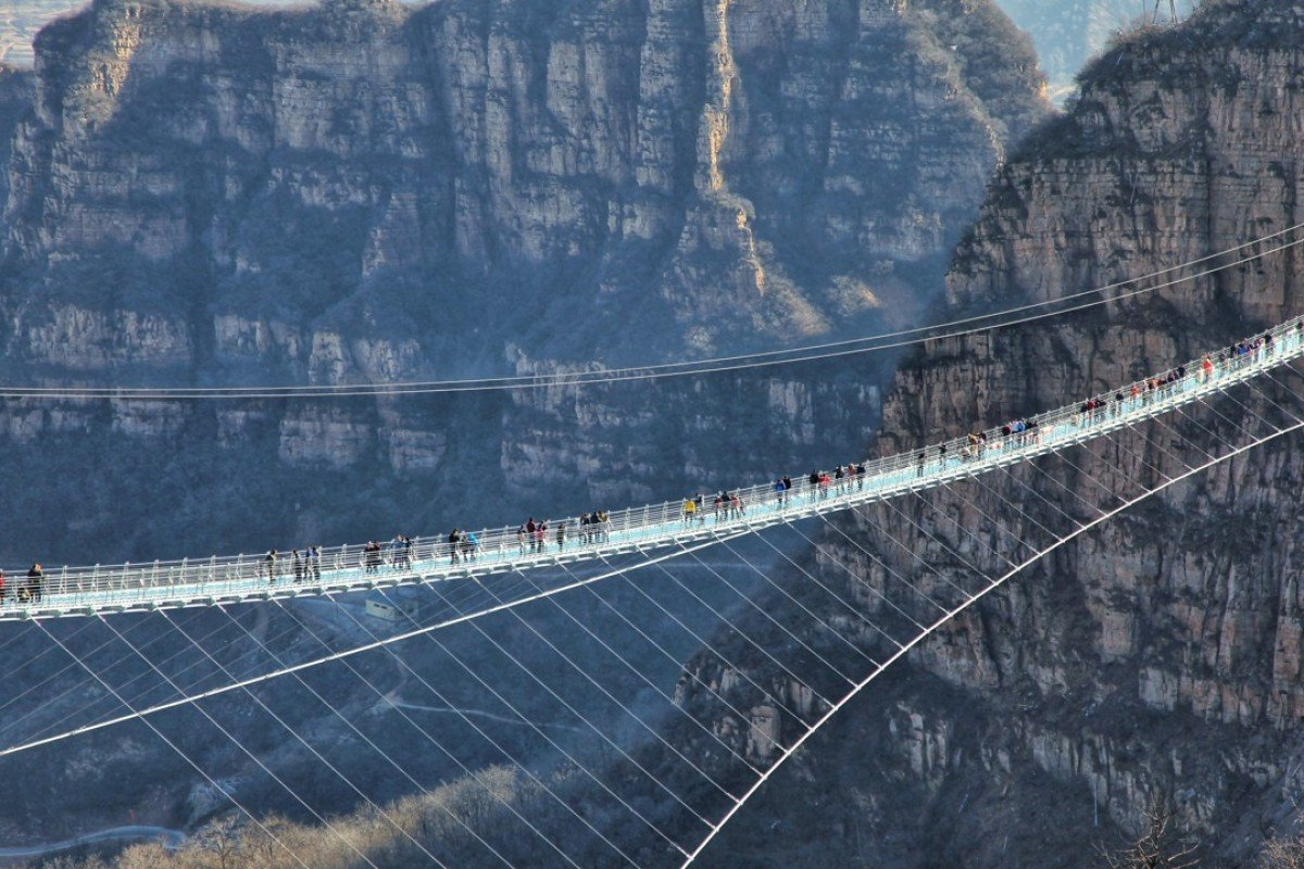 World s longest glass bridge opens in china s hebei for Suspension transparente
