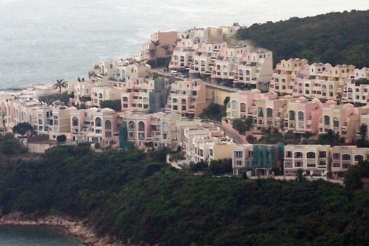 Redhill Peninsula in Tai Tam has excellentviews of the South China Sea.