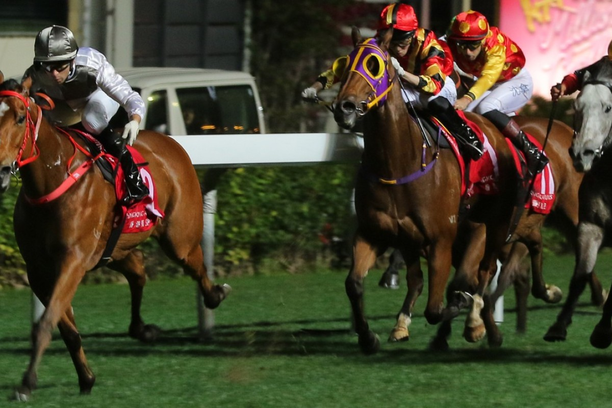 Ivictory scoots away from his rivals at Happy Valley on Wednesday night. Photos: Kenneth Chan