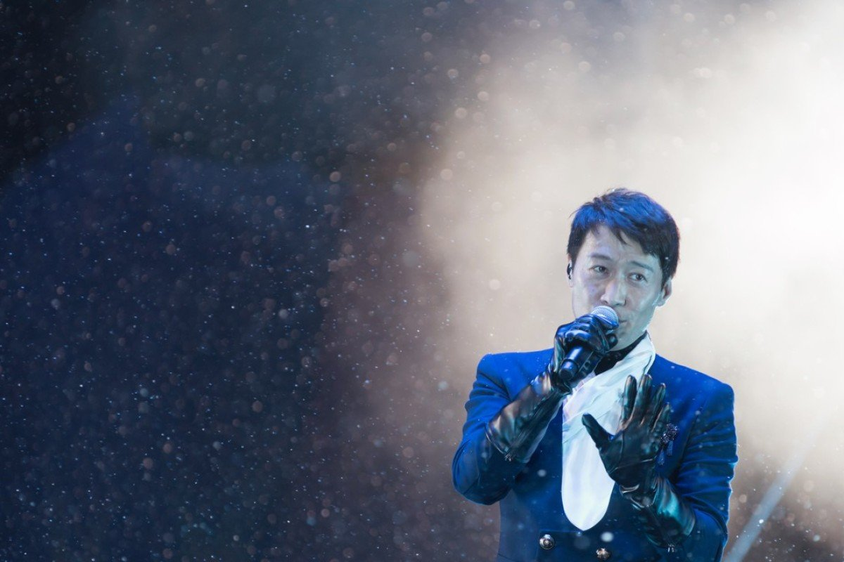 Leon Lai performs during Leon 30th Anniversary Random Love Songs in 4D Live 2016.