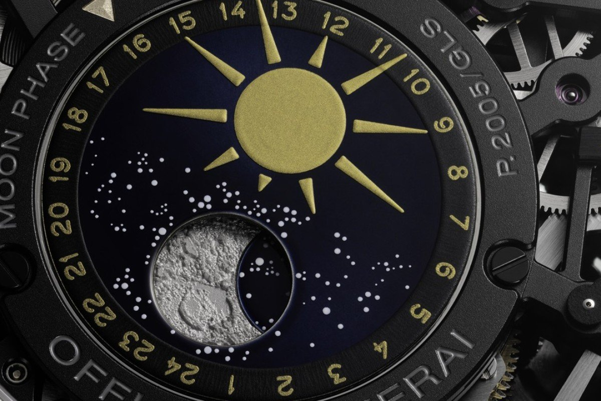 L'Astronomo Luminor 1950 Tourbillon Moon Phases Equation of Time GMT is dedicated to Galileo Galilei. This is the first timepiece from the brand to feature a moon phase. The day/night indicator which also displays the phases of the moon is found on the caseback.