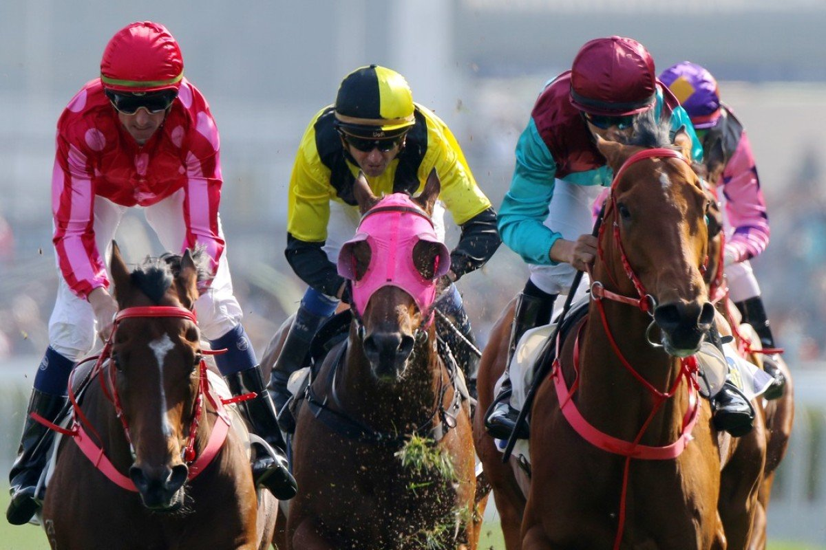 Joao Moreira (right) guides Beat The Clock to victory in the Sprint Cup. Photos: Kenneth Chan