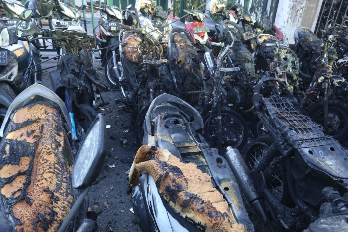 Burnt-out motorcycles sit on the street following a bomb blast outside the Surabaya Centre Pentecostal Church in Surabaya, East Java province. Photo: AFP