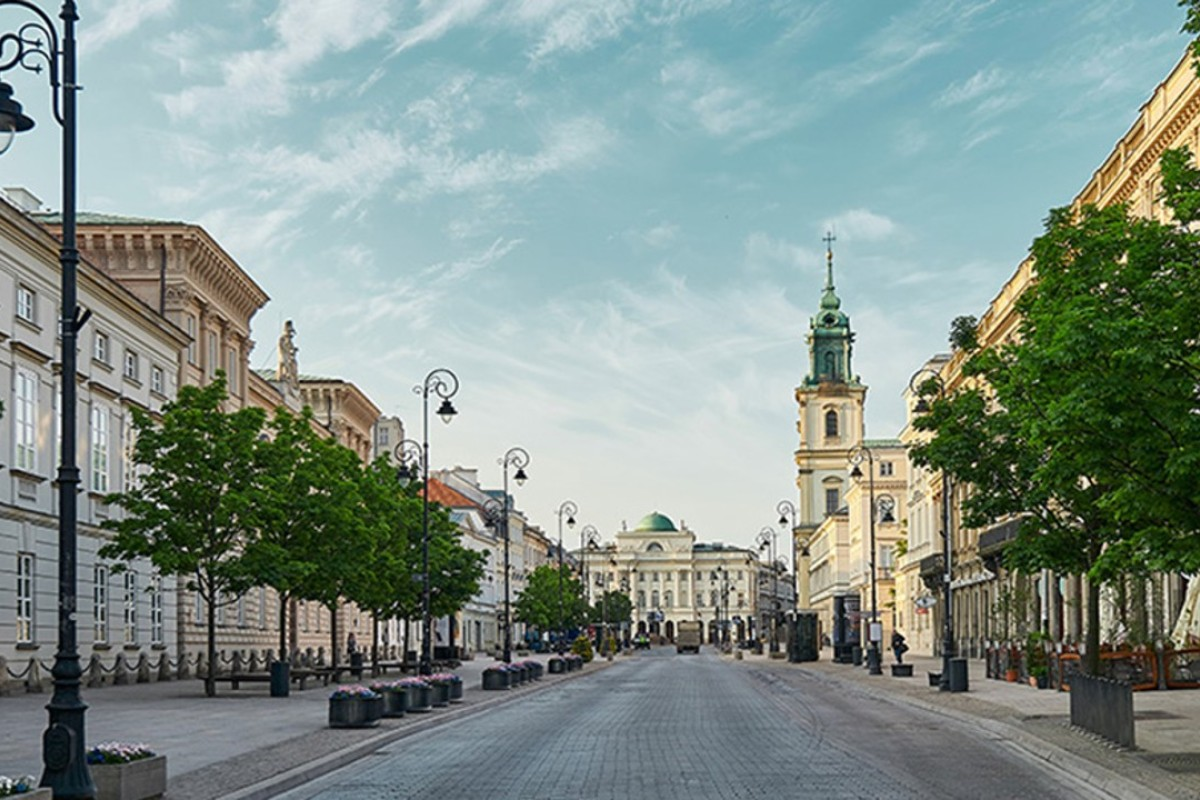 The Royal Route in Warsaw, on which where the Raffles Europejski Warsaw is situated, offers views of the Old Town, the Presidential Palace and the Saxon Gardens.