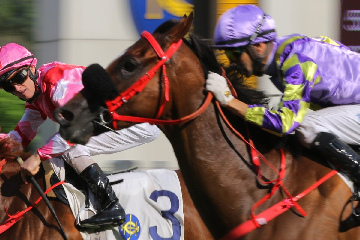 Zac Purton (left) and Joao Moreira duke out another finish. Photo: Kenneth Chan