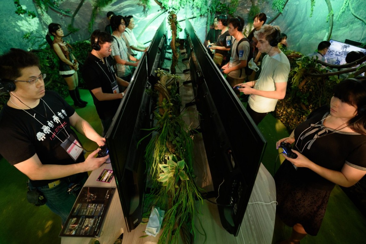 Modern distractions such as online gaming are playing their part to lure Japanese fans away from baseball. Photo: Bloomberg