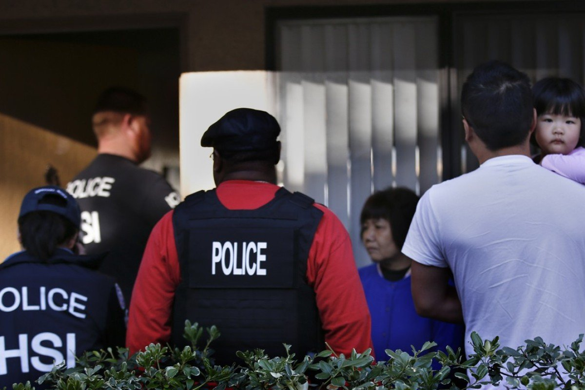 """Police investigate a complex in California suspected of being a """"maternity hotel"""", where Chinese women board to give birth on American soil, in 2015. Picture: Mark Boster / Los Angeles Times"""