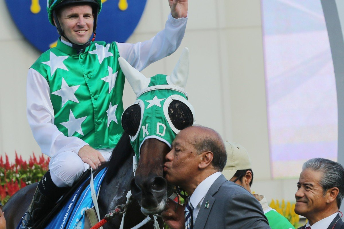 Owner Kerm Din kisses Pakistan Star after the Standard Chartered Champions & Chater Cup (2,400m) at Sha Tin last year as former trainer Tony Cruz looks on. Photos: Kenneth Chan