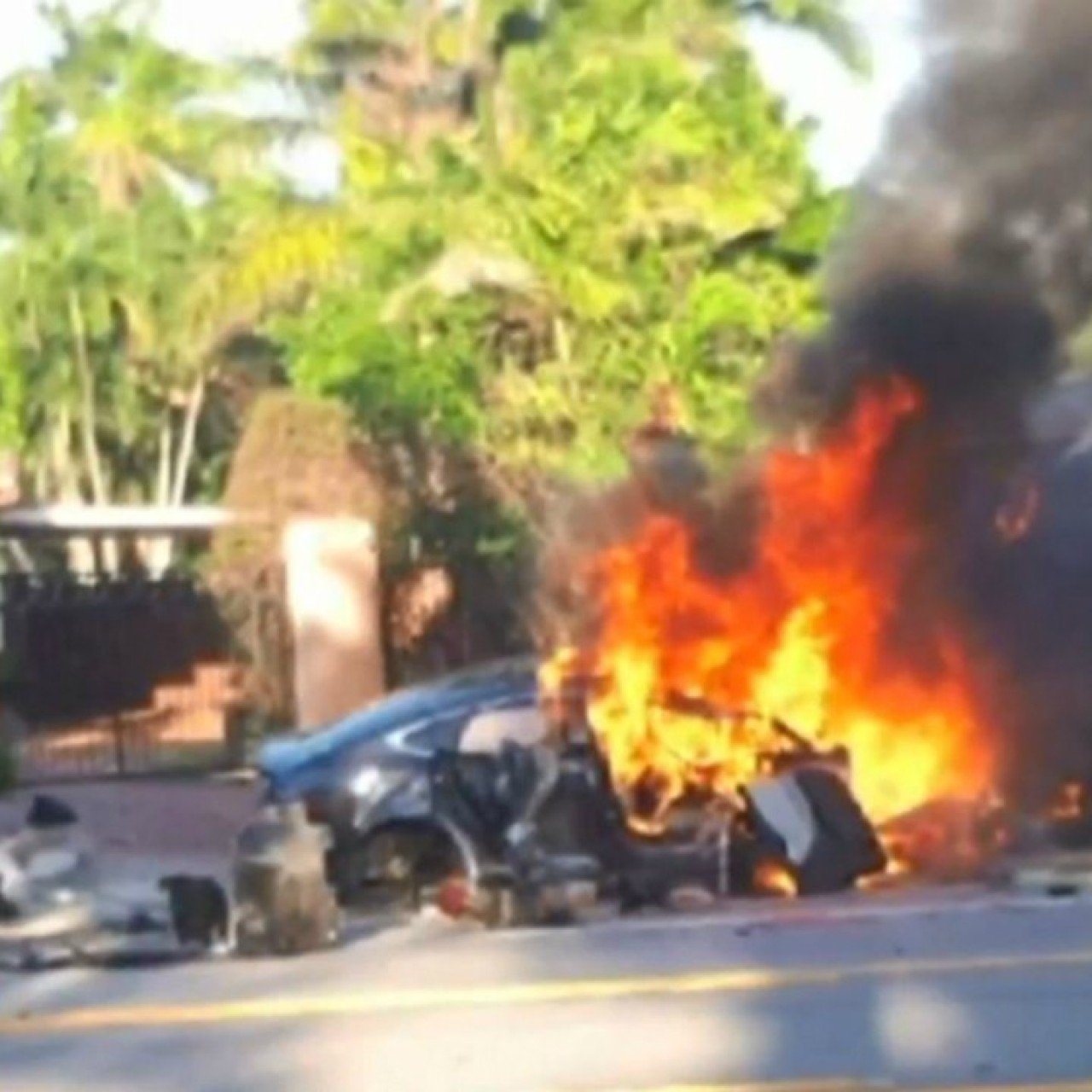 Tesla Model S That Exploded In Florida Hit 185km H Before Fatal