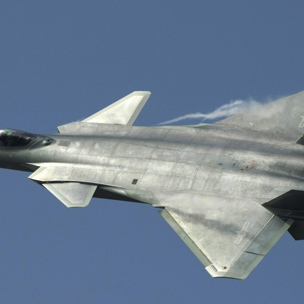 J-20 vs F-22: how China's Chengdu J-20 'Powerful Dragon