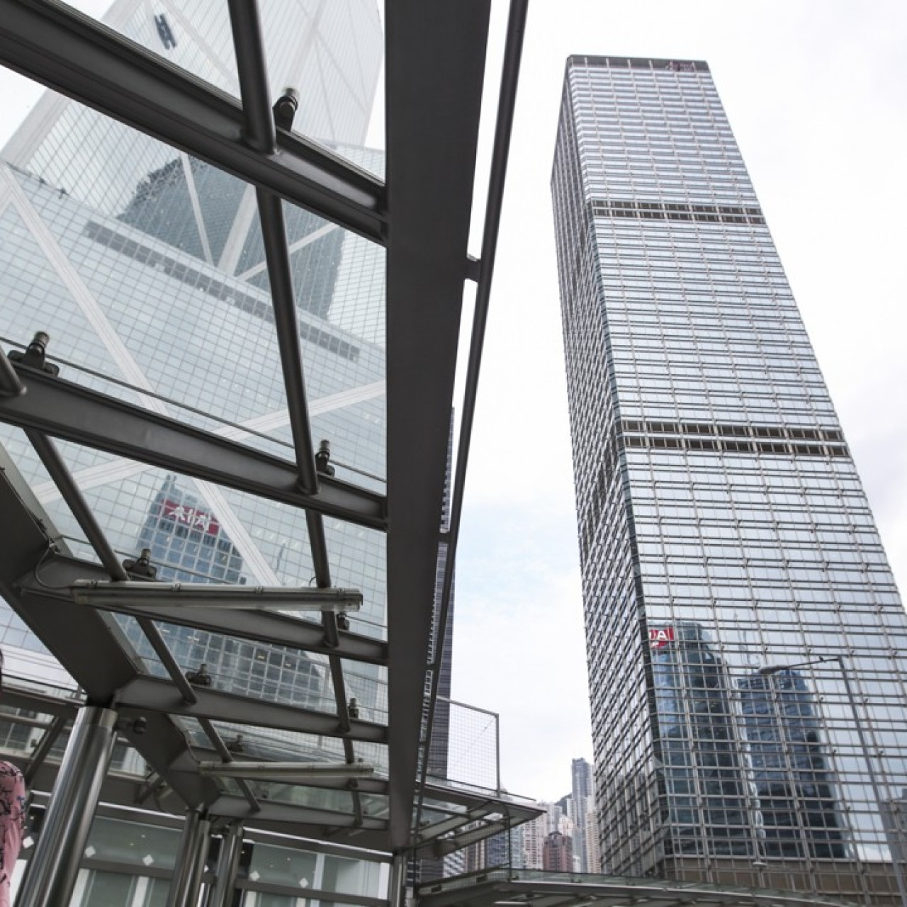 US$600,000 monthly office rent at Cheung Kong Center is a breeze for